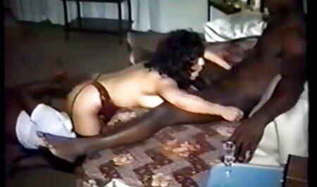 SLUTTY MILF IN WEISSEN PLATTFORMEN KAYLA pornofilme gratis ansehen