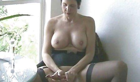 Brünette nebenan Typ macht sexy freie pornos anschauen Striptease