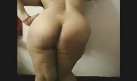Kleines Mädchen benutzt großen pornos gratis anschauen Dildo